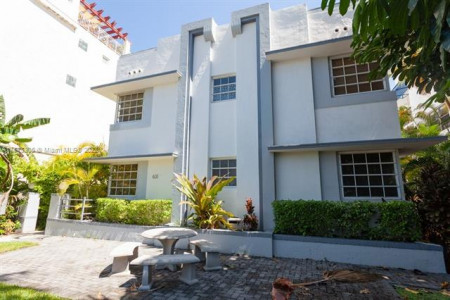 Beautiful renovated corner apartment for sale South Beach